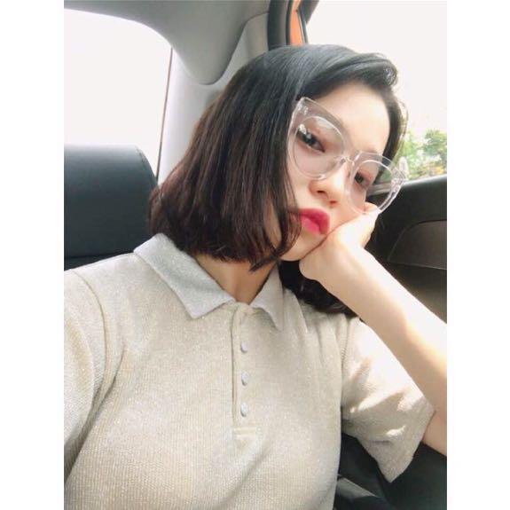 おしゃれな眼鏡を付けている田中芽衣