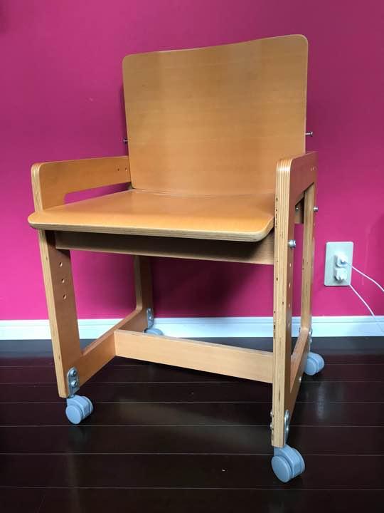 小学生の男の子の机も無印のものをチョイスすれば、こんなに落ち着き