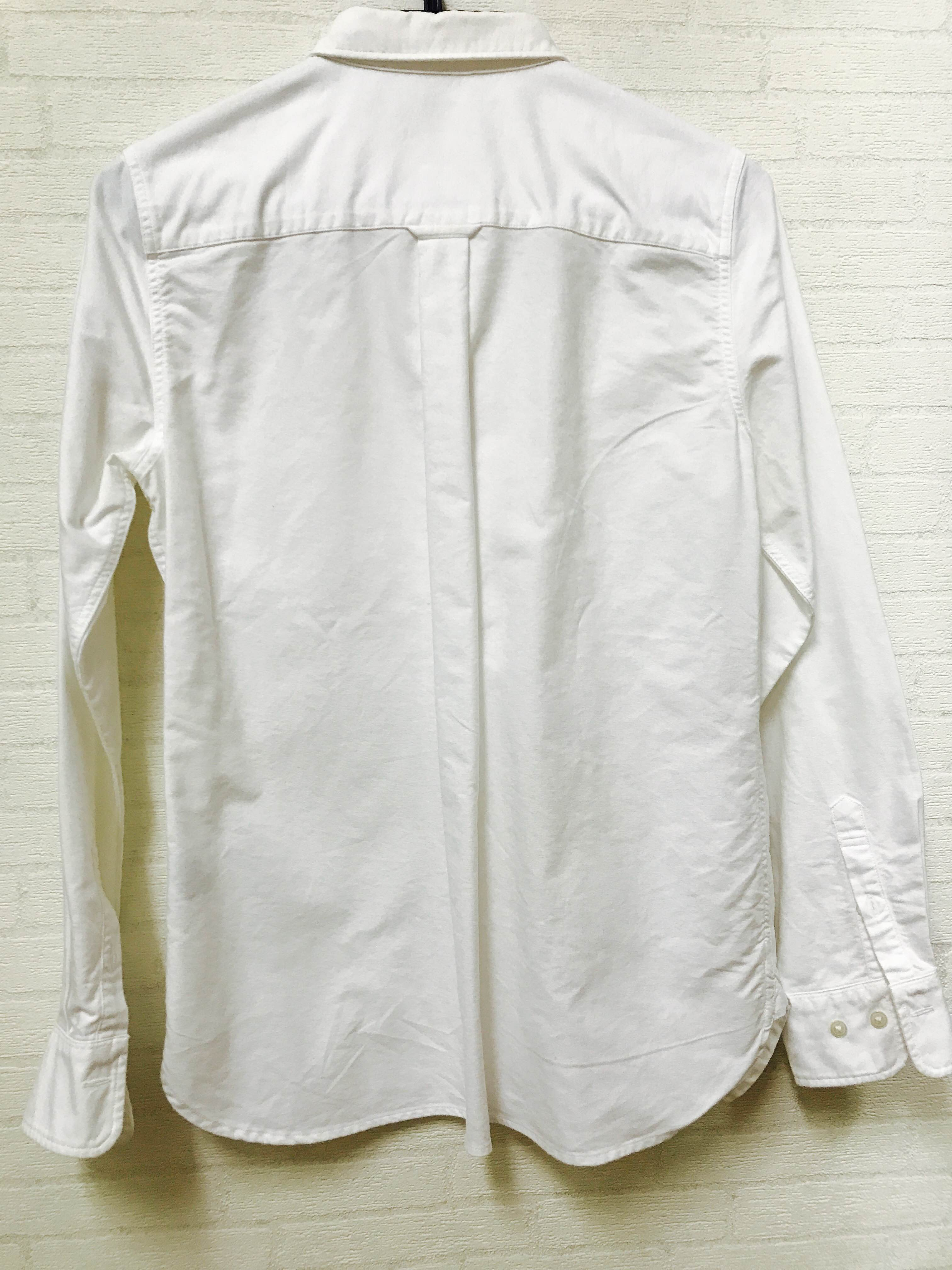 「今までの白シャツと何が違うの?」と思われるかもしれません。 なんとこのシャツ、比翼仕立てなんです!