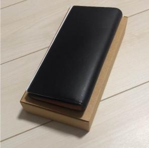 わたくしが普段愛用しているのは無印良品のヌメ革長財布です。 40過ぎてこんな素朴過ぎる財布 を使うのはちょっと恥ずかしいときもあるのですが、ゴテゴテした重い財布 ...