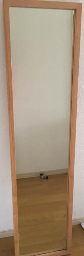 唯一、手鏡を少しの間立たせることができたのが、この無印良品のスタンドです。