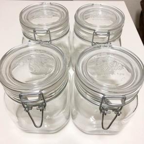 こちらは#無印良品 の #ソーダガラス密封ビン シンプルで使い勝手もよく