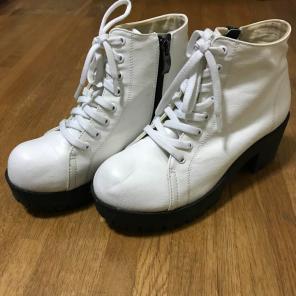 NUOVO白スニーカーショートブーツ靴